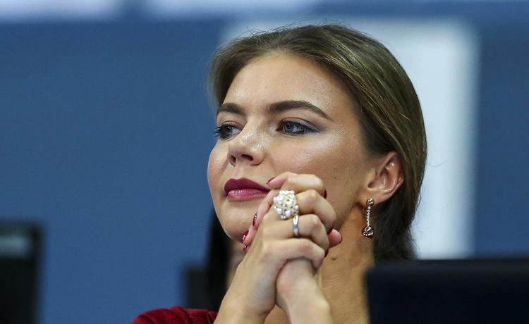 «Перекрыли весь этаж» - журналисты узнали, что Алина Кабаева родила двойню