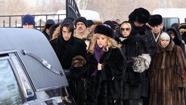 Зачем Алла Пугачёва эксгумировала тела своих родителей