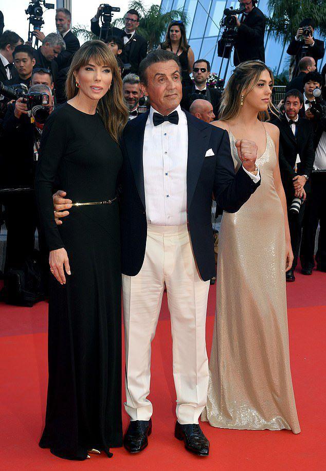Из-за многочисленной пластики Сильвестр Сталлоне стал больше похож на свою жену, чем на дочь