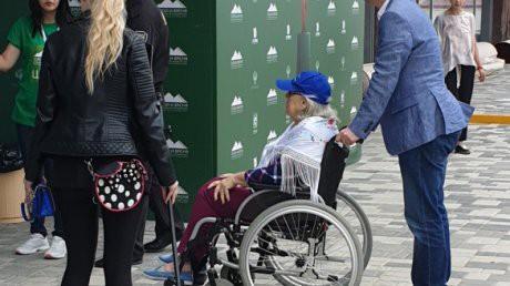 Лидия Федосеева-Шукшина передвигается на инвалидной коляске