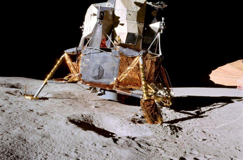 NASA запланировало постройку первого модуля лунной станции