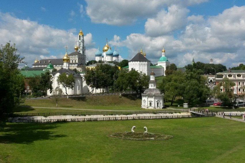 В Троице-Сергиевой лавре священник устроил поножовщину