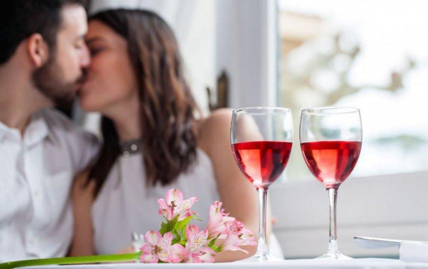 Поцелуи с незнакомцами «под градусом» оказались опасны для здоровья
