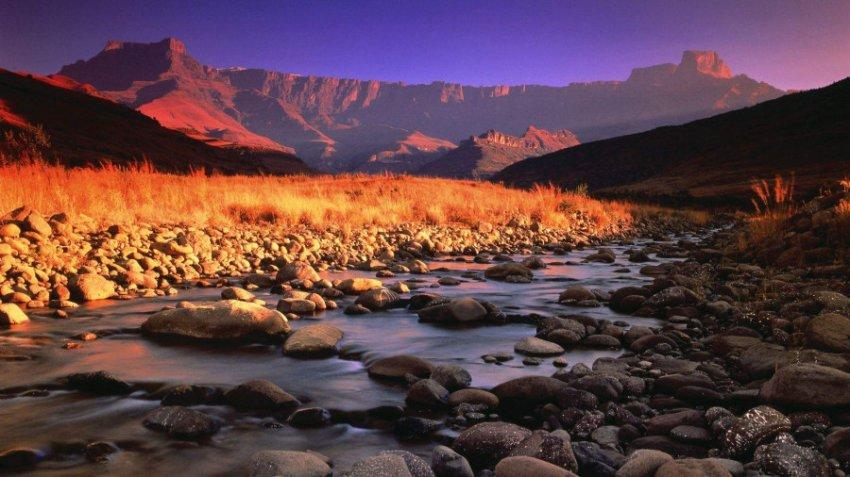 В горах Южной Африки нашли древние внеземные вещества