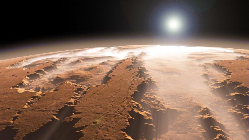 Лицо на Марсе и пчелиные соты на Юпитере: странности, которые были засняты на ближайших планетах
