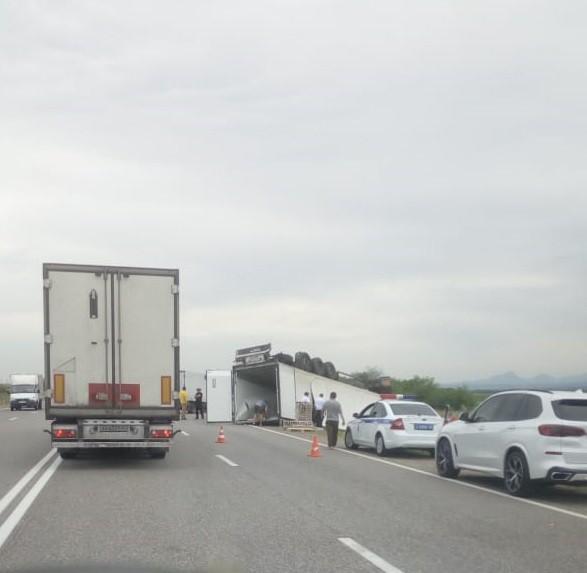 Авария с участием грузового автомобиля близ Минеральных Вод