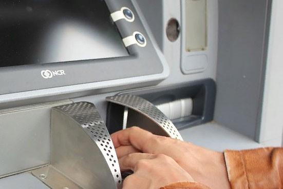 Как снять наличные в банкомате, если при себе нет карты, но есть телефон?