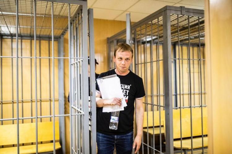 Ни вашим, ни нашим: Голунов под домашним арестом