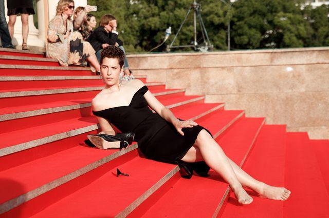 Фут-фетишистам на радость – Ирина Горбачева повторила выходку Кристен Стюарт, сняв туфли на красной дорожке