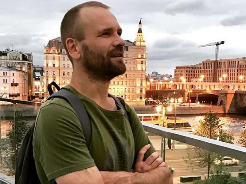 Экс-ведущий MTV Михаил Рольник находится в коме после алкогольного отравления