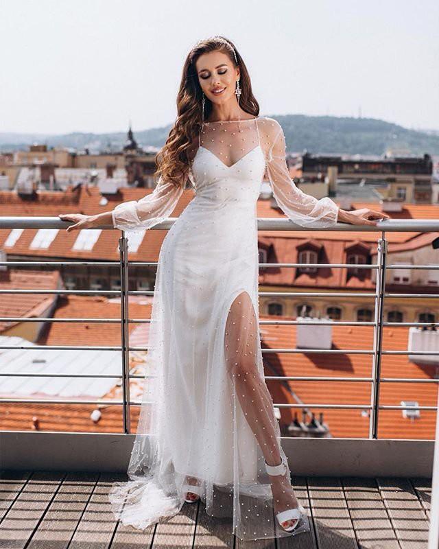 Анна Бузова заинтриговала подписчиков фото в свадебном платье