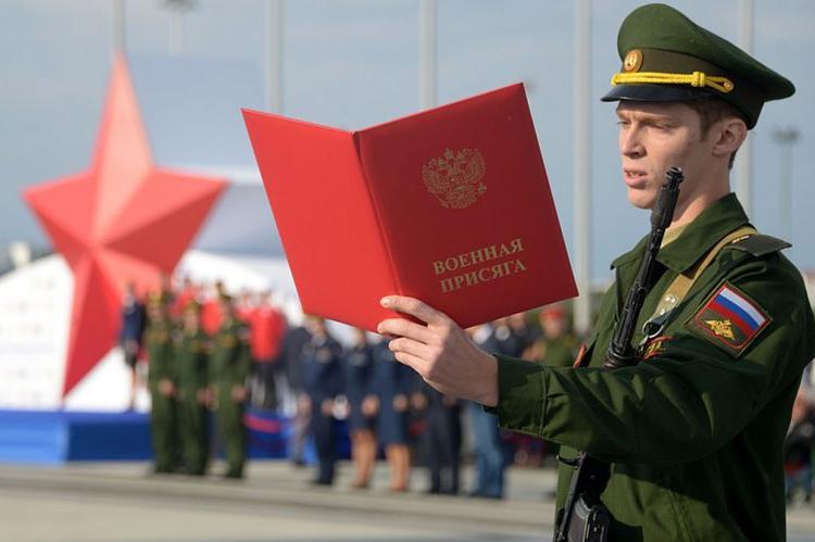 Большинство россиян считают службу в армии признаком настоящего мужчины