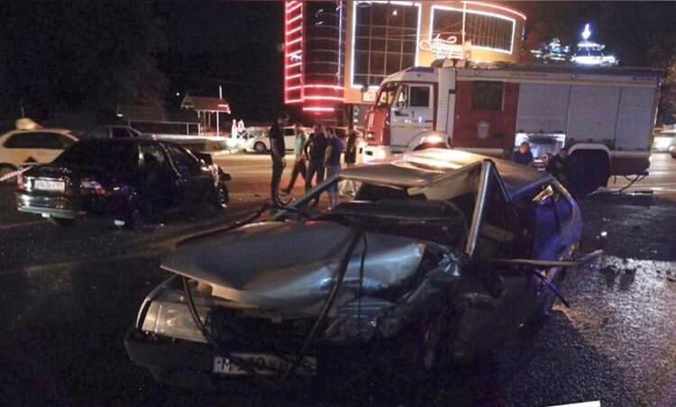 Авария с участием двух автомобилей случилась в Кисловодске
