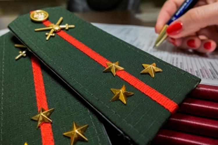 «Гражданских» и «военных» лейтенантов уравняют в правах