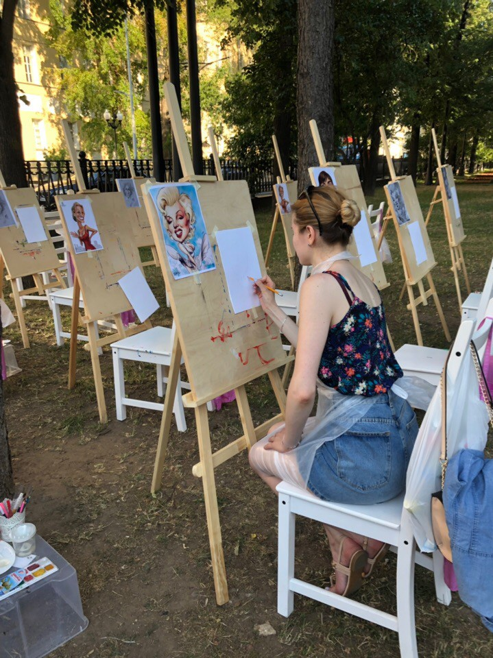 В москве проходит уличный арт-фестиваль «Москва-Париж-Москва»
