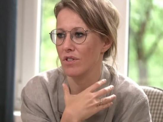 Ксения Собчак снова предстала перед публикой с обручальным кольцом