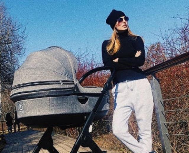 Саша Савельева спустя три месяца после родов выиграла титул «Мама года»