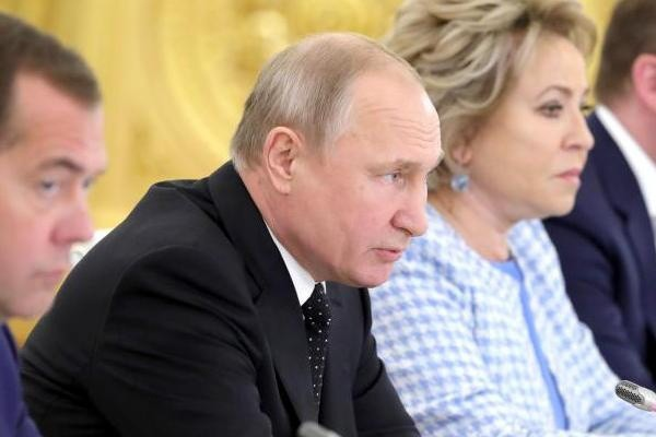 Путин попросил губернаторов своевременно реагировать на вопросы россиян