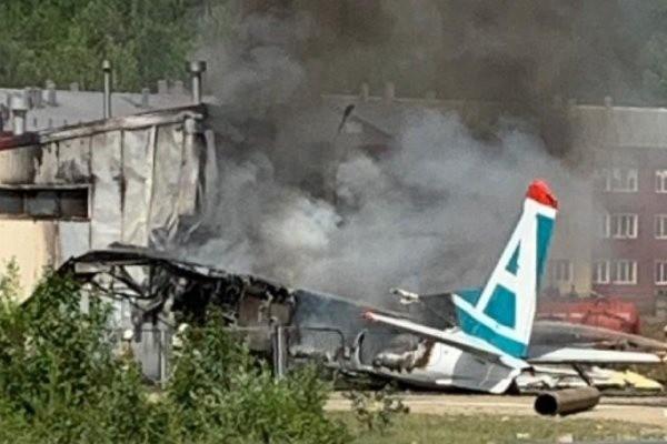 Пассажирский самолет разбился в Бурятии: есть погибшие