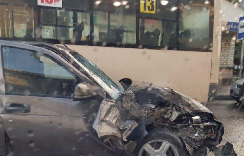 Авария с участием двух маршрутных автобусов произошла в Кисловодске