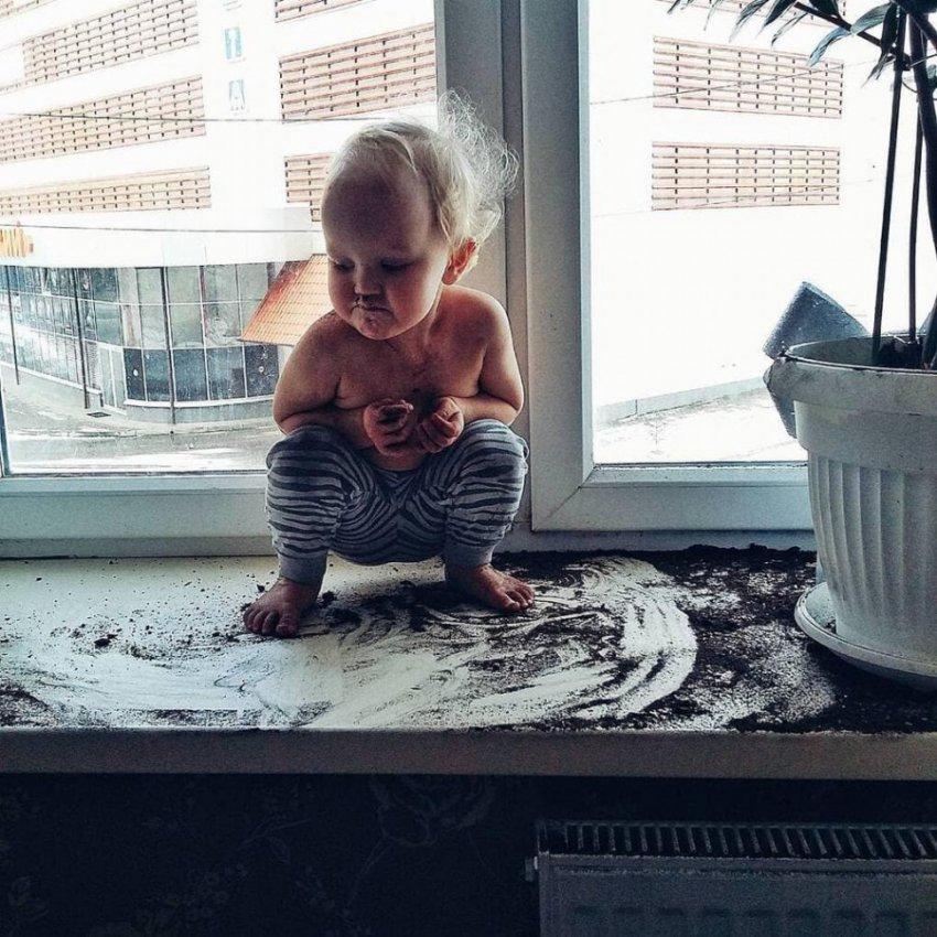 10 фото детей, которых оставили на пять минут без присмотра