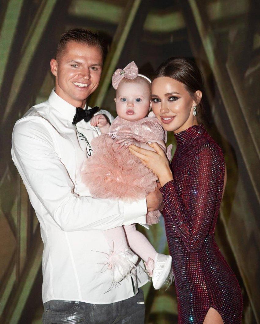 Супругу Дмитрия Тарасова заподозрили во второй беременности