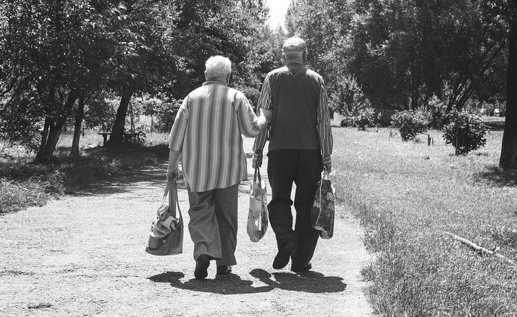 Кому из пенсионеров увеличат пенсии с 1 августа рассказали в «Парламентской газете»