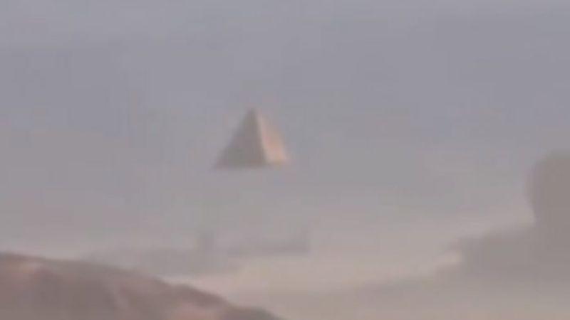 Странное поведение пришельцев: они начали забирать пирамиды с Земли