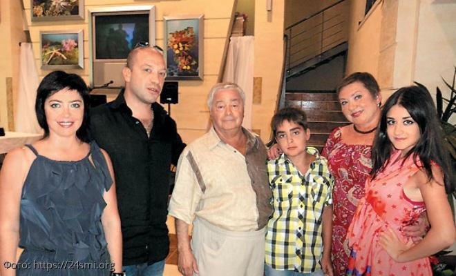 Сын Романа Карцева рассказал о том, что они с мамой до сих пор не могут смириться с потерей