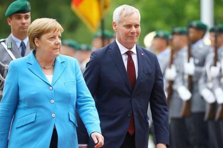 Меркель снова трясет