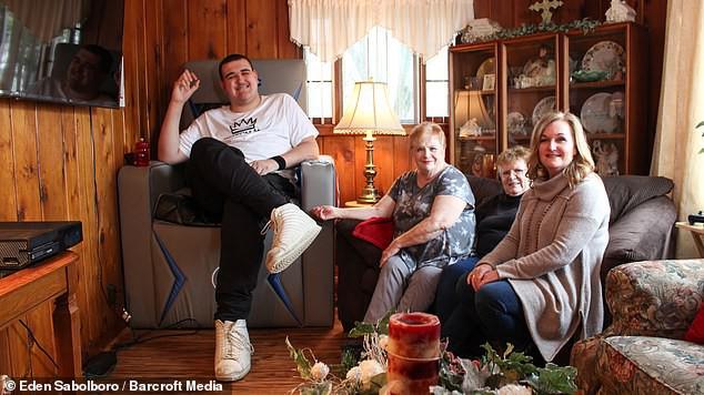 Гигант, ростом в 240 см, пытается найти свое место в жизни - Paranormal-news.ru