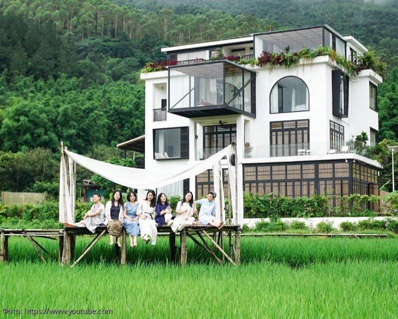 7 подруг приобрели заброшенный дом, чтобы в нем вместе состариться, и сделали из него роскошный особняк