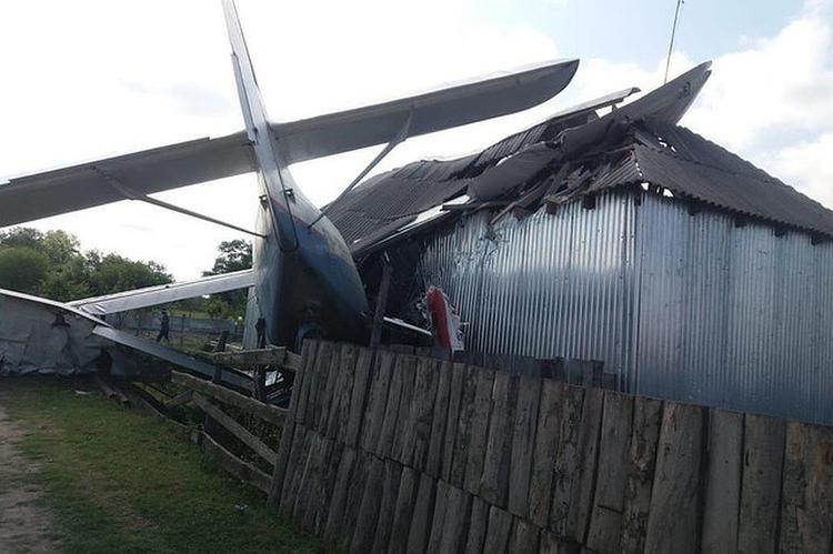 В Чечне упавший самолет разрушил половину дома