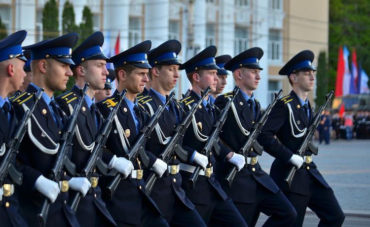 Стало известно когда российским военным поднимут зарплаты