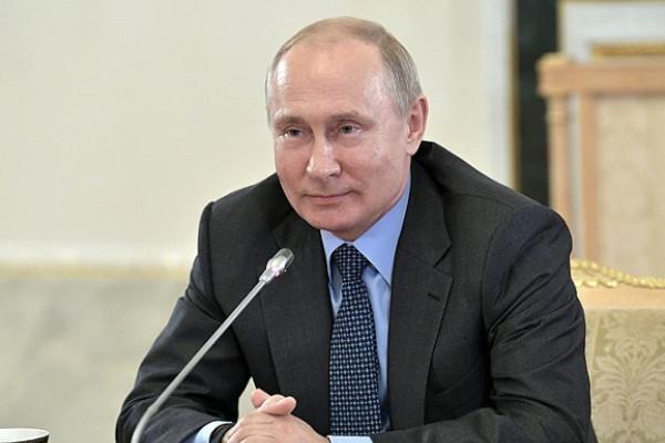 Путин нашел оправдание повышению цен на бензин