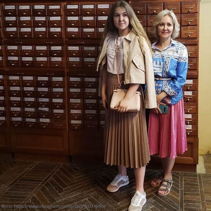 Василиса Володина показала совместное фото с 17-летней дочерью