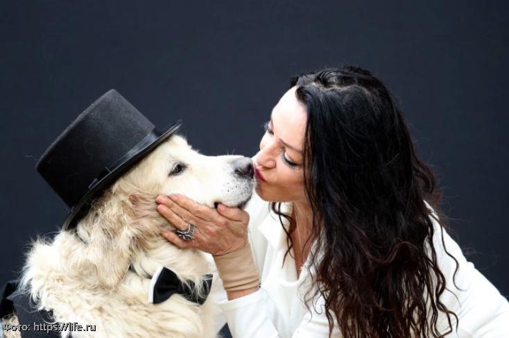 Модель разочаровалась в мужчинах после двухсот неудачных свиданий и собирается выйти замуж за пса