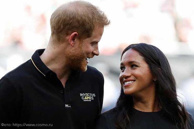 Эксперт по этикету объяснила, почему Меган Маркл и принцу Гарри можно держаться за руки и целоваться на публике