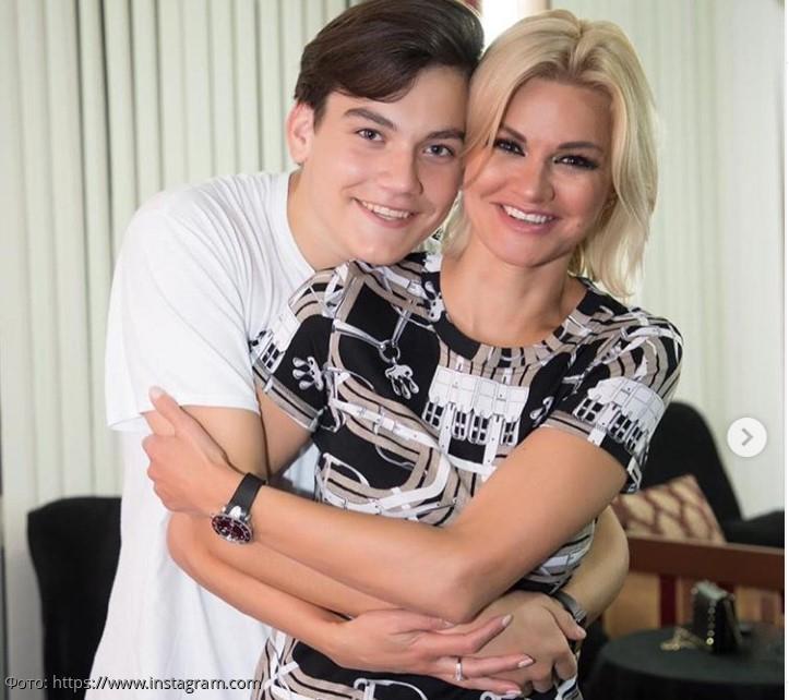 В Сети обсуждают фото 17-летнего сына Михаила Круга, который вырос настоящим красавцем