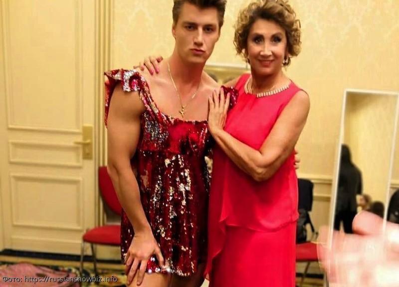 Алексей Воробьев пришел на свидание к бывшей жене Шаляпина в дерзком мини-платье