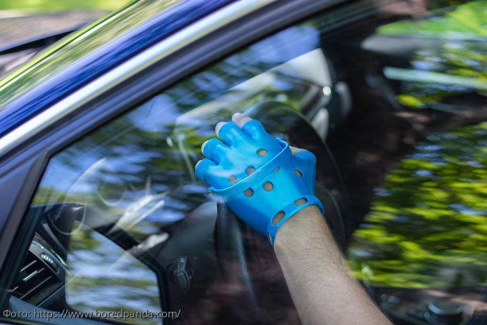 Интернет разрывается между любовью и ненавистью перчаткам, изобретенным дизайнером-пранкером