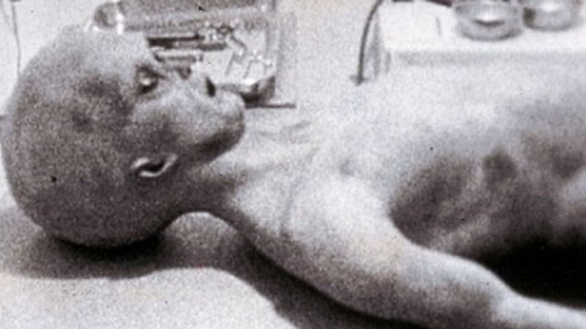 Известное видео о вскрытии пришельца - подделка, основанная на реальной записи