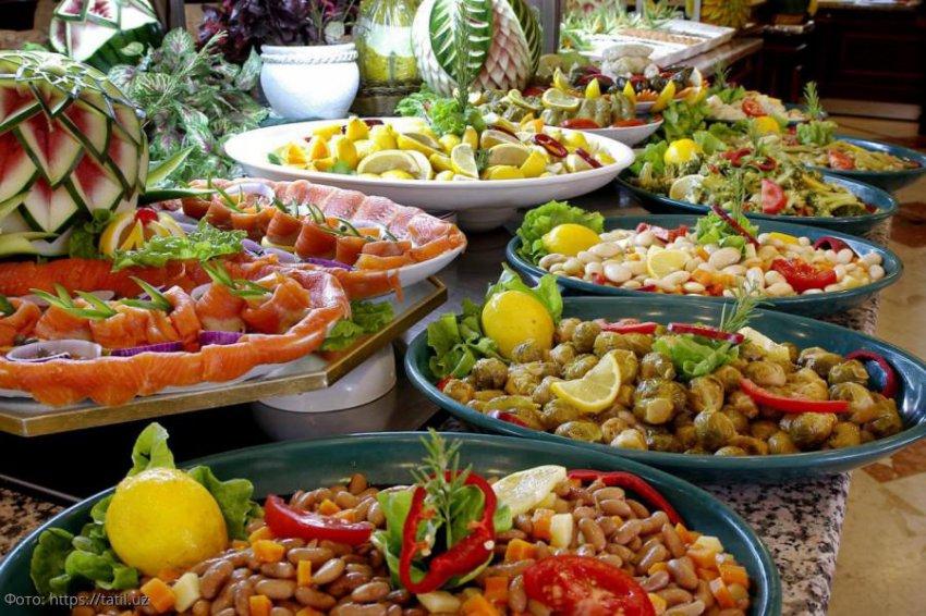 В Турции поставили на поток повторное использование еды со шведского стола