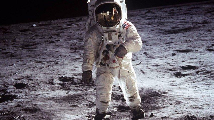 Труп пришельца на Луне: астронавты прошли мимо мертвого инопланетянина
