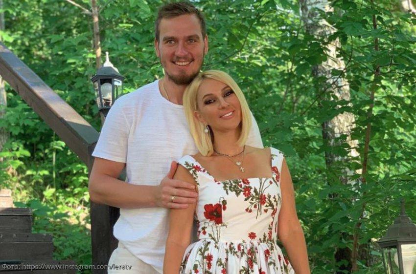 Лера Кудрявцева пожаловалась на падающего с кровати мужа