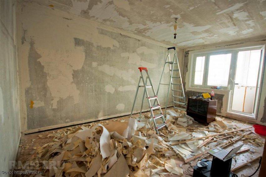 Декоративная штукатурка или обои: чем лучше поклеить стены при ремонте