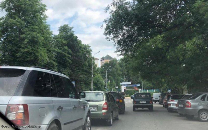 В Кисловодске произошла авария с участием сразу трех автомобилей