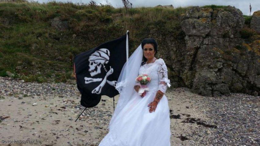 Женщина вышла замуж за духа, а когда тот чуть ее не убил, подала на развод