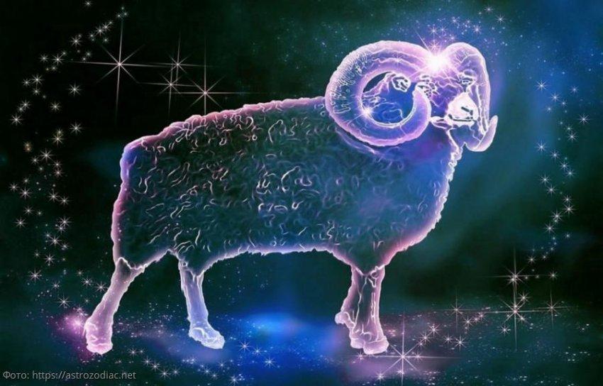Любовный гороскоп на рунах с 1 по 15 августа для Львов, Овнов и Стрельцов
