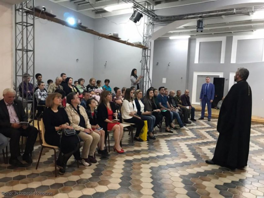 В Кисловодске состоялась премьера выставки живых картин «Святые войны Руси»